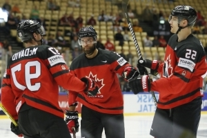 Connor McDavid helps Canada demolish Korea 10-0 at hockey worlds