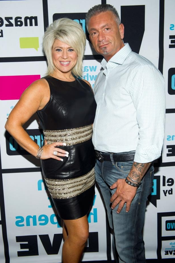 Theresa Caputo standing posing for the camera