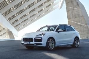 2019 Porsche Cayenne E-Hybrid: Now Available in Canada