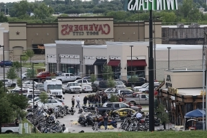 Texas prosecutors drop dozens more cases from Waco shooting