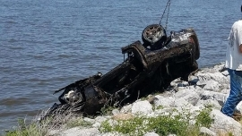 Car pulled from reservoir