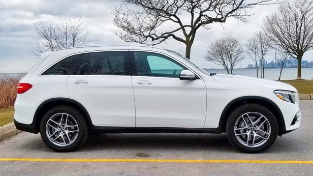 2018 Mercedes-Benz GLC 300-05-SW.jpg