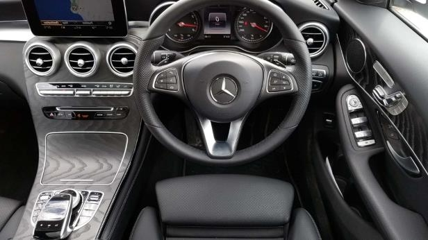 2018 Mercedes-Benz GLC 300-16-SW.jpg