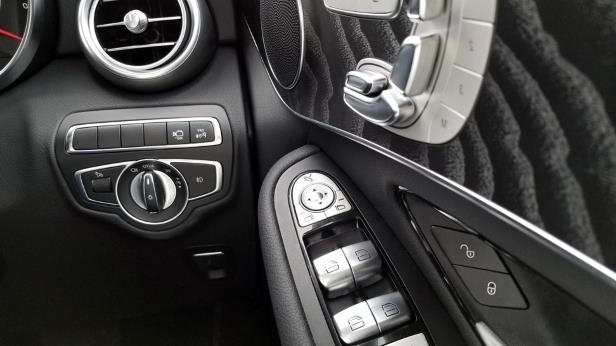 2018 Mercedes-Benz GLC 300-27-SW.jpg