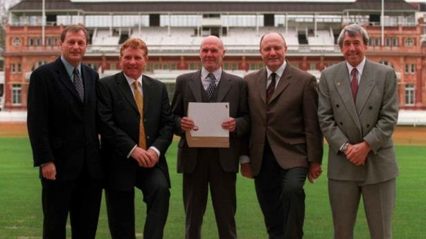 RayWilson - cropped: Ray Wilson (C) with former England team-mates Gordon Banks, George Cohen, Alan Ball and Roger Hunt in 2000