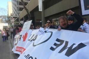 Trans Mountain pipeline supporters rally around Kinder Morgan