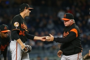 Buck Showalter starts pitching change before Red Sox finish home run trot