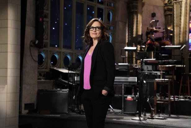 Tina Fey standing in front of a building