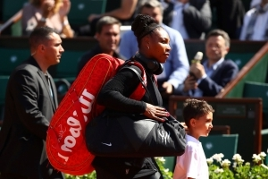 Serena Williams makes comeback at French Open in statement outfit