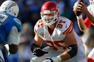 What's up, Doc? Chiefs lineman Laurent Duvernay-Tardif earns his M.D.