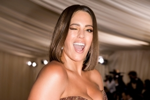 e964a8558df7b Ashley Graham Apparently Removes Self-Tanner Streaks With Windex — Here s  Why You Should Not Do That.