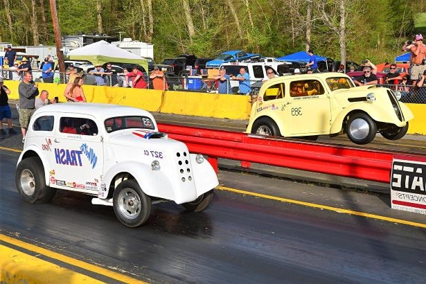 Slide 76 of 376: 076-Greer-Dragway-HOTROD-Revival.jpg