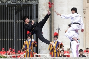 Taekwondo for peace: Korean youths perform for pope