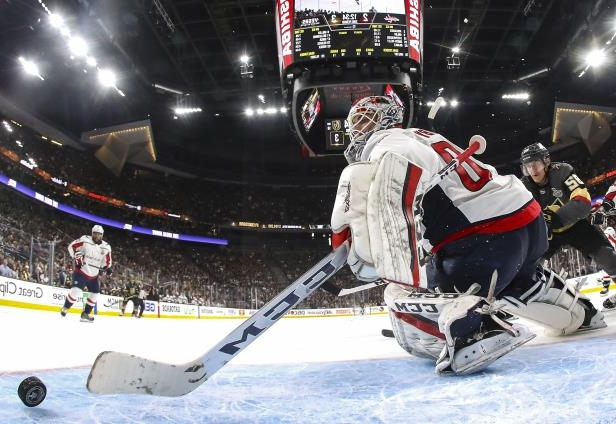Sport Stanley Cup Final 2018 Capitals Braden Holtby Makes Ridiculous Save To Preserve Game 2 Win Pressfrom Us