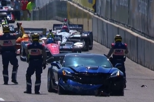 Pace car crashes at IndyCar Detroit, delays start of race
