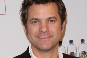 Joshua Jackson is dating TV host Alyssa Julya Smith