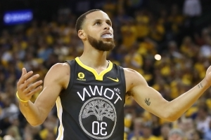 NBA Finals 2018: Stephen Curry breaks single-game 3-point record