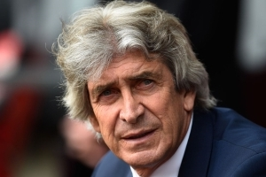 Premier League manager Pellegrini robbed at gunpoint