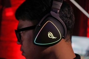 ROG Delta headphones literally light up your face