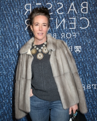 a person standing posing for the camera: Legendary fashion designer Kate Spade was found deceased in her apartment on June 5, 2018 of an apparent suicide. The 55 year old designer and sister in law of David Spade leaves behind a husband and daughter. Our thoughts are with her family during this difficult time. Keep reading to see how Hollywood and fashion insiders are reacting to the devastating news.