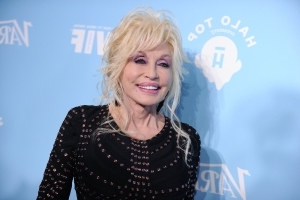 Dolly Parton Is Getting a Netflix Series, So Prepare to Call in