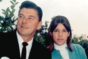 Patti Davis reflects on losing father Ronald Reagan to Alzheimer's