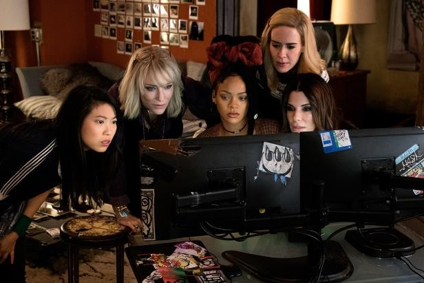 Sandra Bullock, Sarah Paulson sitting at a table: Sandra Bullock, Sarah Paulson, Rihanna, Cate Blanchett and Awkwafina in