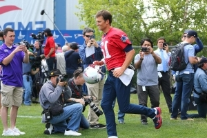 Tom Brady takes the field at minicamp, and Bill Belichick says all is well