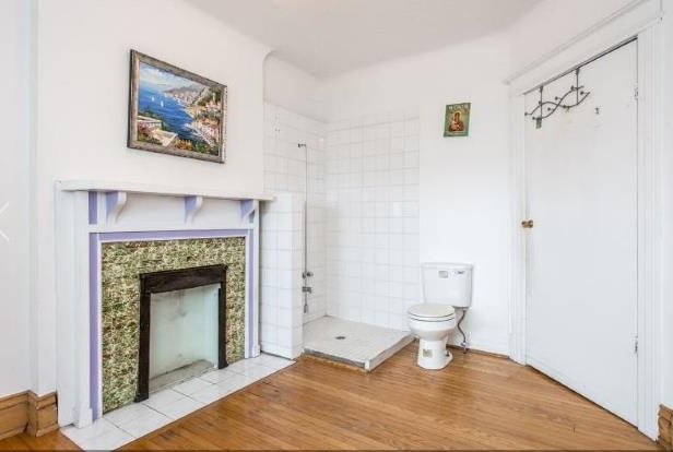 Strange Canada A Room With A Loo A Toronto House With A Toilet In Download Free Architecture Designs Osuribritishbridgeorg