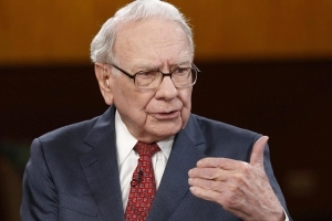 Buffett says economy is feeling strong: 'If we're in the sixth inning, we have our sluggers coming to bat'