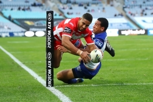 Dragons edge Bulldogs,reclaim NRL top spot