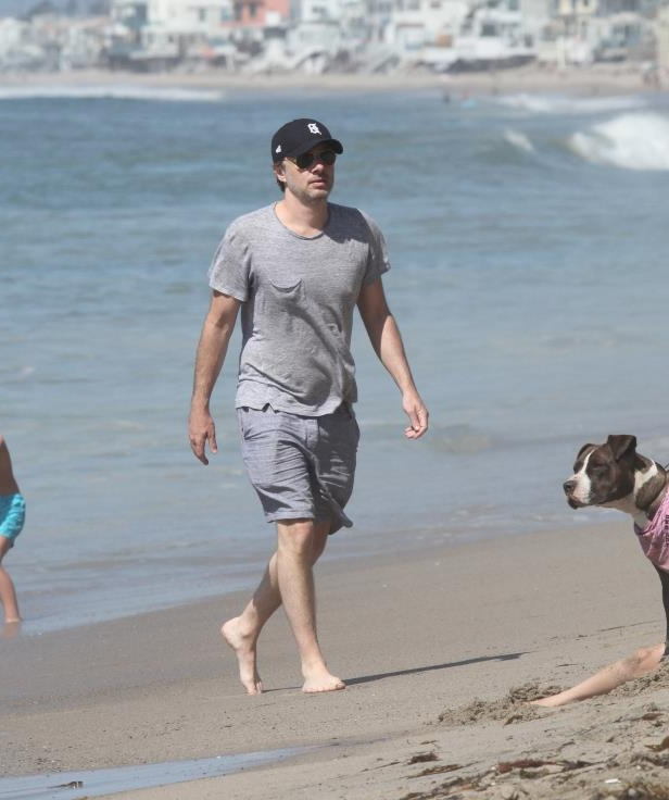 Slide 11 of 67: Zach Braff walked along the beach in Malibu on April 22.
