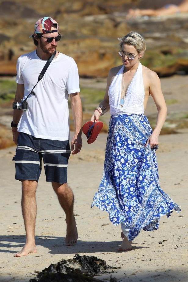Slide 46 of 67: Kate Hudson and boyfriend Danny Fujikawa took an evening stroll on Balmoral Beach in Mosman, Australia, on Feb. 18.
