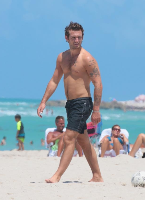 Slide 9 of 67: Alex Pettyfer walked the beach shirtless in Miami on April 14.
