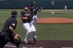 Watch: Mets draft pick lets run score when pop-up hits him in groin