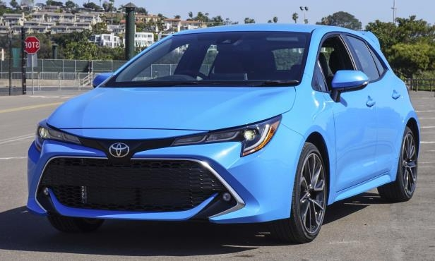 a blue car parked in a parking lot: 2019 Toyota Corolla Hatchback XSE