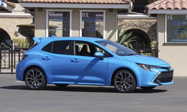 a blue car parked in front of a building: 2019 Toyota Corolla Hatchback XSE