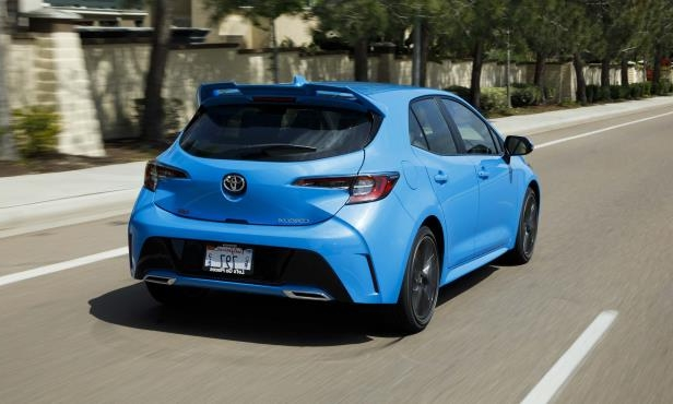 a blue car parked on the side of a road: 2019 Toyota Corolla Hatchback XSE