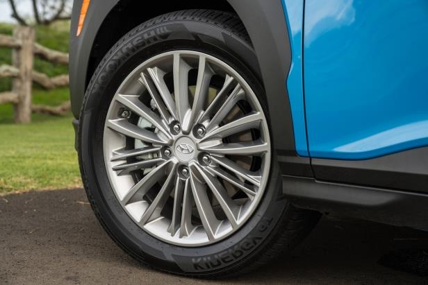 a wheel of a car: 2018 Hyundai Kona Wheel