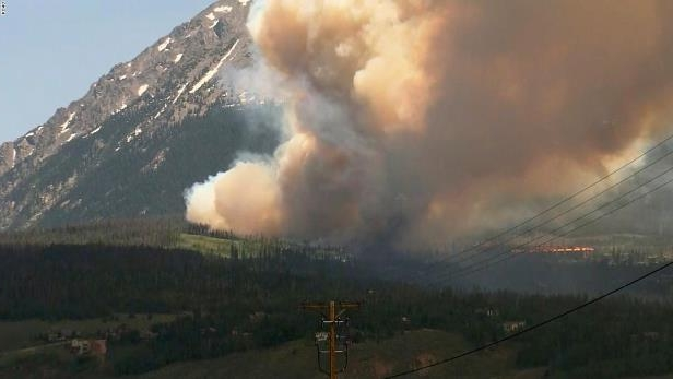 NS Slug: CO:BUFFALO MTN FIRE FORCES HUNDREDS TO EVACUATE Synopsis: Buffalo Mountain fire forces evacuations of hundreds of Silverthorne residents Keywords: COLORADO SILVERTHORNE WILDFIRE