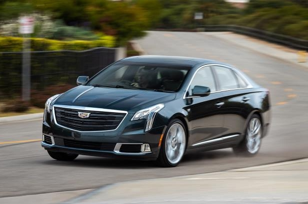 Slide 17 of 27: 2018 Cadillac XTS V Sport front three quarter in motion 02