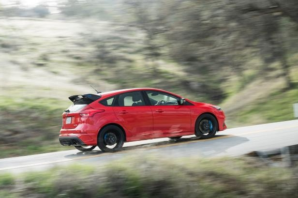 Slide 17 of 94: 2018-Ford-Focus-RS-side-view-in-motion.jpg
