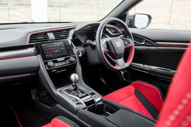 Slide 30 of 94: 2018-Honda-Civic-Type-R-cabin.jpg