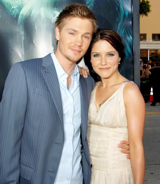105734765_Sophia-Bush-Chad-Michael-Murray-zoom