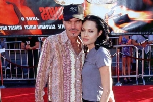 Billy Bob Thornton says the necklaces he shared with Angelina Jolie weren't 'a bucket of blood'
