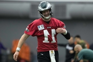 Carson Wentz volunteers to help recruit LeBron to Philadelphia