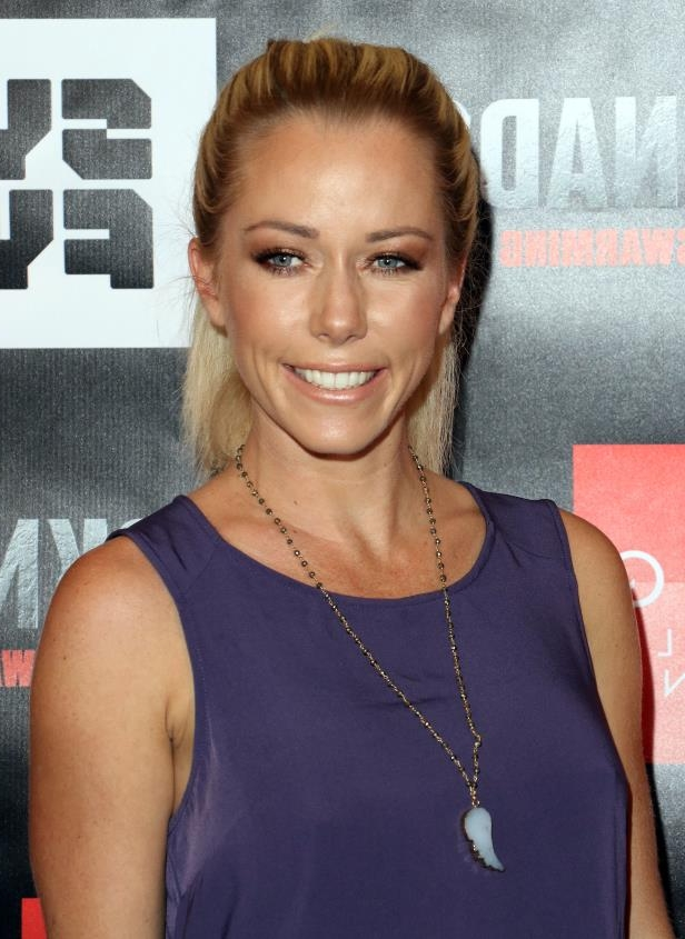 Slide 8 of 20: In November 2014, Kendra Wilkinson reconnected -- in front of the