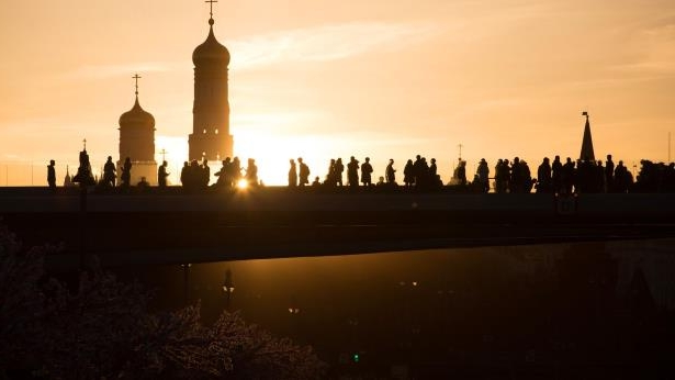 Visitors walk along the 'floating bridge' in Zaryadye park during sunset to view the Kremlin towers in Moscow, Russia.: Moscow Financier Goes AWOL as Global Clients Hunt for Millions