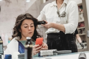 How to Break Up With Your Hairstylist - the Right Way