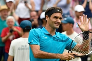 Federer beats Raonic for Stuttgart title, his 18th on grass